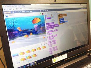 Scratchプログラミング魚を泳がせる